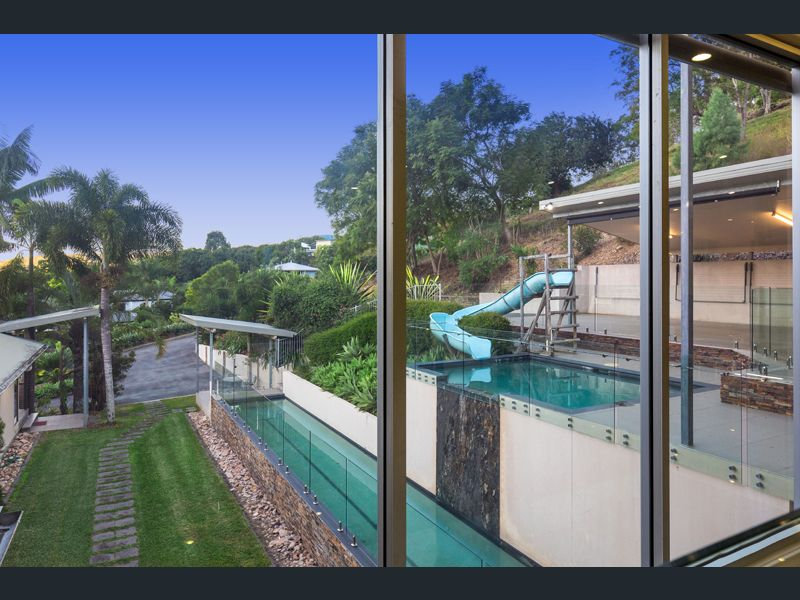Luxury Pool Mount Gravatt East